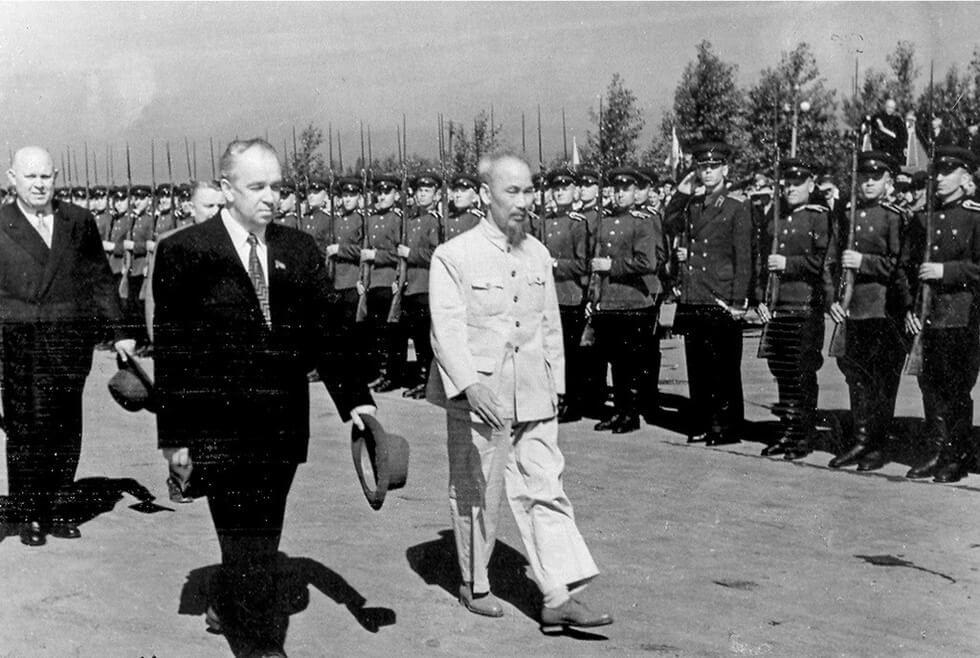 chutichHCMvoicacchinhkhachNgagiaidoan1954